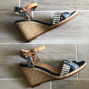 EUC Sperry floral wedges